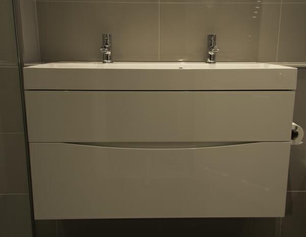 bathroom image